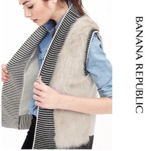 Banana Republic Faux Fur Trim Sweater Vest  Sz M
